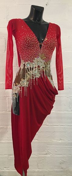 Efficiency dress and dancing costumes features on-trend looks for all genres of interact. Latin Dance Dresses, Ballroom Dance Dresses, Ballroom Dancing, Latina, Salsa Dress, Dance Fashion, Custom Dresses, Dance Outfits, Ladies Dress Design