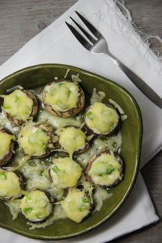 Champignons met boursin - The amazing Kitchen ! Tapas Recipes, Gourmet Recipes, Vegetarian Recipes, Cooking Recipes, Healthy Recipes, Gourmet Desserts, Plated Desserts, Clean Eating Snacks, Fingers Food