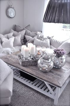Comfy looking, love the grey & white colors & the distressed wood :-) stuen-1.september-.jpg 580×873 pixels