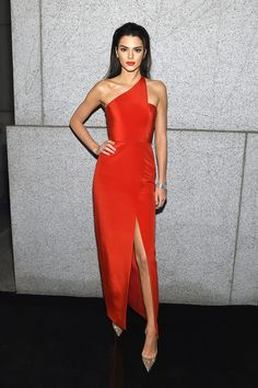 - Teen Vogue - Celeb: Kendall Jenner Dress: Romona Keveza dress > Check Out This Week's Best Dressed Celebs Celebrity Red Carpet, Celebrity Dresses, Celebrity Style, Celebrity Travel, Teen Vogue, Slep Dress, Evening Dresses, Prom Dresses, Formal Dresses