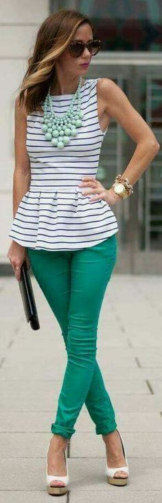 Love the green pants and stripped blouse! Look Fashion, Fashion Outfits, Womens Fashion, Fashion Trends, Spring Summer Fashion, Spring Outfits, Outfit Summer, Look Boho, Green Pants
