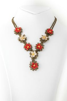 Turkish Oya Flower Necklace Amazing Jewelry Crochet Necklace Silk Turkish Jewelry(Etsy のlecrinmuguetより) https://www.etsy.com/jp/listing/239495162/turkish-oya-flower-necklace-amazing