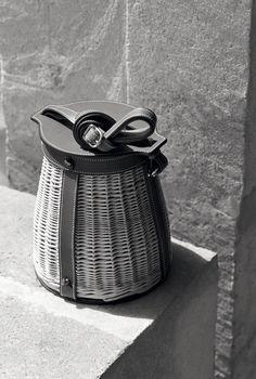 Hermès - Vestiaire d'été 2015. Farming picnic bag in wicker and Barénia calfskin.