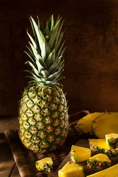 Pineapple is a juicy and delicious fruit that contains lots of health benefits. Here are the top health benefits of pineapple that nobody told you. Most Nutritious Vegetables, Fresh Fruits And Vegetables, Fruit And Veg, Pineapple Fruit, Watermelon Fruit, Pineapple Health Benefits, Pomegranate Recipes, Fruit Picture, Gastronomia