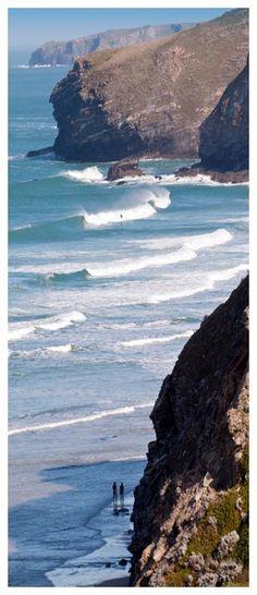 The wild and dramatic Cornish coastline, St Maybn  beach, Cornwall, UK