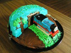 train cake w/o fondant