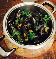 www.smacznaperelka.wordpress.com #frutidimare #seafood #herbs #małże #wine #wino #mules #clams #mussels #smacznaperelka