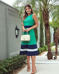 When you only know that you'll wear a green dress, go ahead. This outfit proves that you have many different possibilities. Simple Dresses, Pretty Dresses, Casual Dresses, Fashion Dresses, Dresses With Sleeves, Chic Outfits, Summer Outfits, Summer Dresses, Circle Skirt Pattern