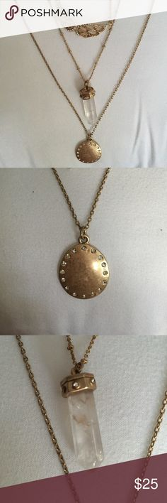 Triple layered gold necklace This attractive triple layered gold necklace is absolutely stunning. Jewelry Necklaces