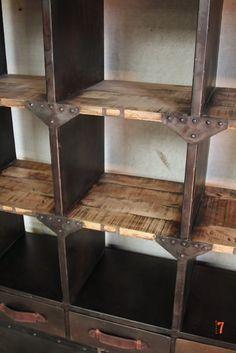 Vaisselier Industriel: Meuble industriel de salle à manger