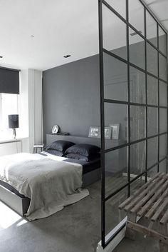 Skillevægge i glas og stål er en af tidens populære indretningstrends, og det er let at se hvorfor. Glas er...