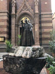 XXIII. János pápa szobra