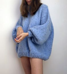 The Bubblegum — the Knitter. Preteen Fashion, Sweater Knitting Patterns, Knitting Sweaters, Hand Knitted Sweaters, Mohair Sweater, Knit Fashion, Fashion Fashion, Fashion Outfits, Looks Vintage