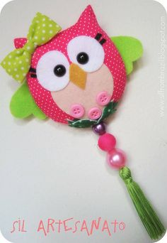 Another cute owl that uses felt, fabric, & buttons/beads Owl Crafts, Crafts For Kids, Arts And Crafts, Felt Owls, Felt Birds, Fabric Crafts, Sewing Crafts, Felt Patterns, Felt Fabric