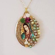 9d6b9b42852e Collar- Colgante Imagen de la Virgen de Guadalupe y Chapa de Oro. Collar  Religioso