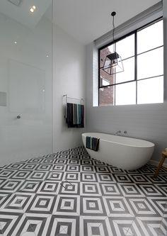 stunning black and white bathroom
