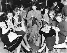 Anna Karina, Jayne Mansfield, Audrey Hepburn, Gail Russell, Ava Gardner, Rita Hayworth, Peggy Wood, Old Hollywood Starlets knitting (via), Merle Oberon, Vivien Leigh & Laurence Olivier (via), Jane Powell & Frank Sinatra.