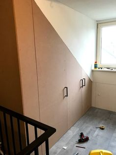 Ombouwkast voor je cv ketel - diy projects Hidden Storage, Attic, Home Office, Sweet Home, New Homes, Stairs, Diy Projects, House Styles, Room