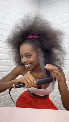 Loving this gorggg look by Find all the products used: 🖤 Total Results Length Goals Perfector 🖤 Triple Shine™️ Professional Digital Flat Iron 🖤 Silk Seam Extensions in Off Black Baddie Hairstyles, Box Braids Hairstyles, Cute Hairstyles, Straight Hairstyles, Curly Hair Tips, Curly Hair Styles, Natural Hair Styles, Hair Masks For Dry Damaged Hair, Black Hair Video