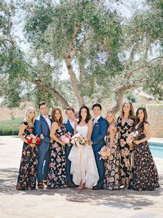 Bridesman, Groomsmaid, Man-of-Honor & Best Lady: If you're having a coed bridal party you'll want to read these tips first! Bridesman, Man Of Honour, Nontraditional Wedding, Bridal Musings, Bridal Suite, Wedding Dress Shopping, Bridesmaid Dresses, Wedding Dresses, Bride Bouquets