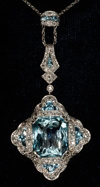 aquamarine Deco diamond very rare pendant (figures carved in large aquamarine) platinum set 1920c
