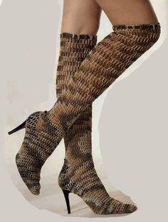 Вязанная обувь.. Обсуждение на LiveInternet - Российский Сервис Онлайн-Дневников Crochet Shoes, Crochet Slippers, Filet Crochet, Diy Crochet, Pump Shoes, Shoe Boots, Plastic Shoes, Old Shoes, Slipper Boots