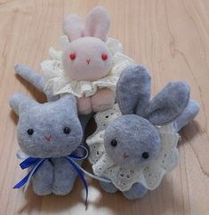 We sew rabbits. Kawaii Doll, Kewpie, Animal Crafts, Felt Dolls, Toddler Toys, Pin Cushions, Diy And Crafts, Pokemon, Bunny