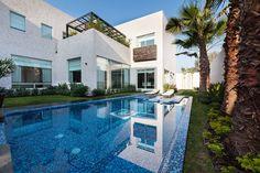 Das Haus, das wir euch heute mitgebracht haben, bietet all das, was man sich von einem modernen Luxusdomizil wünscht.