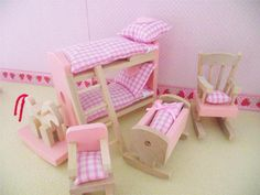 MINIATURE DOLLS HOUSE  BEDDING AND ACCESSORIES FOR WOODEN NURSERY FURNITURE NEW