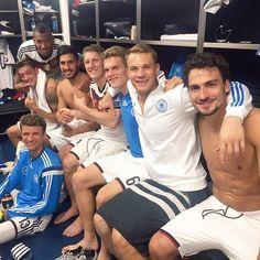 Deutschland 3 - 1 Polen 2x Götze, 1x Müller und 1x Lewandowski. Zum Spielbericht: http://fcb.de/GERPOLspielbericht