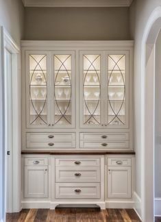 Built in china cabinet interior the reserve lake chateau dillard-jones buil China Storage, Built In Storage, Studio Interior, Interior Design, Design Design, Built In Hutch, Dining Room Hutch, Traditional Style Homes, Build A Closet