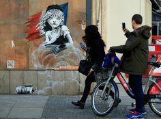 Cossette à les yeux qui pleurent. Murale crée à Londres par Banksy.