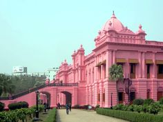 Ahsan Manzil is the former palace of the Nawabs of Dhaka, Bangladesh. Today it houses the Pink Palace Museum with period furnishings and exhibits. Bangladesh Travel, Dhaka Bangladesh, East Pakistan, Pink Palace, Slums, Countries Of The World, Day Tours, Old Town, Travel Destinations