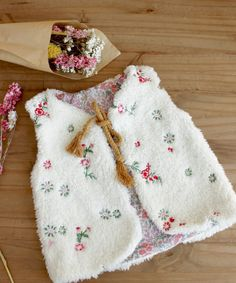 Crochet baby 370561875591918346 - Tuto Gilet de Berger Pour Enfant by Ma petite Mercerie Source by geoffroyarnauld Sewing For Kids, Baby Sewing, Toddler Girl Dresses, Girls Dresses, Baby Dresses, Dress Girl, Girl Dress Patterns, Baby Couture, Wedding With Kids