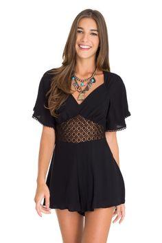 Macaquinho detalhe guipure   Dress to