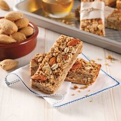 Barres tendres aux amandes - Les recettes de Caty Quinoa Soufflé, Krispie Treats, I Foods, Banana Bread, Smoothies, Lunch, Snacks, Cookies, Desserts