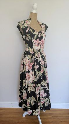 1980's floral Carol Anderson California dress image 1 Lovely Dresses, Vintage Dresses, Dress Images, Skirts With Pockets, Fitted Bodice, 1980s, Cap Sleeves, Ready To Wear, Floral Prints