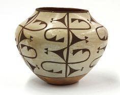 acoma pottery   2037: Acoma pottery vase