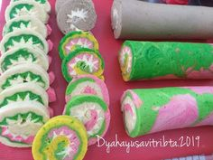 Bolu Gulung kukus by Dyah Ayu Savitri Fresh Rolls, Sushi, Cookies, Cake, Ethnic Recipes, Desserts, Food, Biscuits, Pie Cake