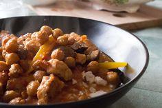 Der er få ting, der rimer så godt som efterår og simremad. Denne kalkungryde med bacon og champignon rimer også rigtig godt på sultne maver og dovenskab i køkkenet.