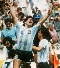 29 de Junio de 1986. Estadio Azteca, México. Grito de gol. Diego Maradona celebra el tercer gol de #Argentina en la final del #Mundial1986.