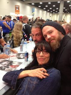 Tommy Flanagan, Ryan Hurst and Katey Sagal from Sons of Anarchy Meeting and Signing For Fans. Sons Of Anarchy Samcro, Best Tv Shows, Best Shows Ever, Favorite Tv Shows, Charlie Hunnam Girlfriend, Katey Sagal, Sons Of Anarchy Motorcycles, Netflix, Sons Of Anarchy