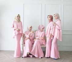 "1,051 Likes, 25 Comments - Inspirasi Gaun Kebaya Muslim (@gaunkebayamuslim) on Instagram: ""Inspired by @nindyaauliar  Mari Berbagi Inspirasi kebaya dan dress cantikmu, Tag @gaunkebayamuslim…"""