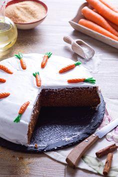 Quante volte passando davanti alle vetrine delle #backery rimaniamo conquistati dalle torte esposte? La più famosa è la #carrot #cake o #torta di #carote all'#inglese! Corposa e ricca, dal sapore inconfondibile e con una decorazione che è il suo biglietto da visita! Perfetta per un #te con gli amici! #ricetta #GialloZafferano #carrotcake #italianrecipe #italiandessert