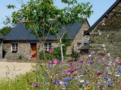Gîte rural situé à 7 mn de Saint Nicolas du Pélem et à 10 mn de Gouarec, en bordure des Côtes d'Armor, du Finistère et du Morbihan...