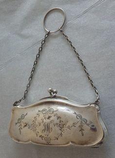 Sterling Silver Purse by Henry Williamson Birmingham Vintage Purses, Vintage Bags, Vintage Handbags, Vintage Shoes, Vintage Accessories, Bridal Accessories, Vintage Jewelry, Silver Purses, Silver Bags