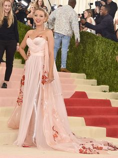 Blake Lively Keeps Baby Bump Under Wraps in Burberry at MetGala http://celebritybabies.people.com/2016/05/02/met-gala-2016-blake-lively-pregnant-red-carpet/