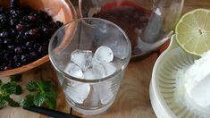Das kühlende Heidelbeer Ice Drink Rezept kann mit Tiefkühl oder aber auch mit frischen Heidelbeeren gezaubert werden. Pudding, Desserts, Food, Mint, Homemade, Recipies, Tailgate Desserts, Deserts, Custard Pudding