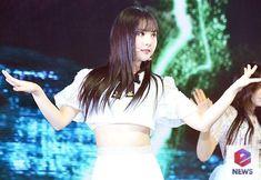 Jung Eun Bi, Entertainment, Beautiful Asian Girls, Kpop Girls, Asian Beauty, Poses, Gift, Fashion, Singers