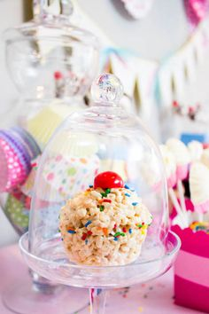 Rice Crispy Cupcakes for those picky no cake people! Use cupcake pans and add frosting if desired. Cupcake Party, Birthday Cupcakes, Birthday Parties, Birthday Ideas, Rice Krispie Treats, Rice Krispies, Yummy Treats, Sweet Treats, Baking Party